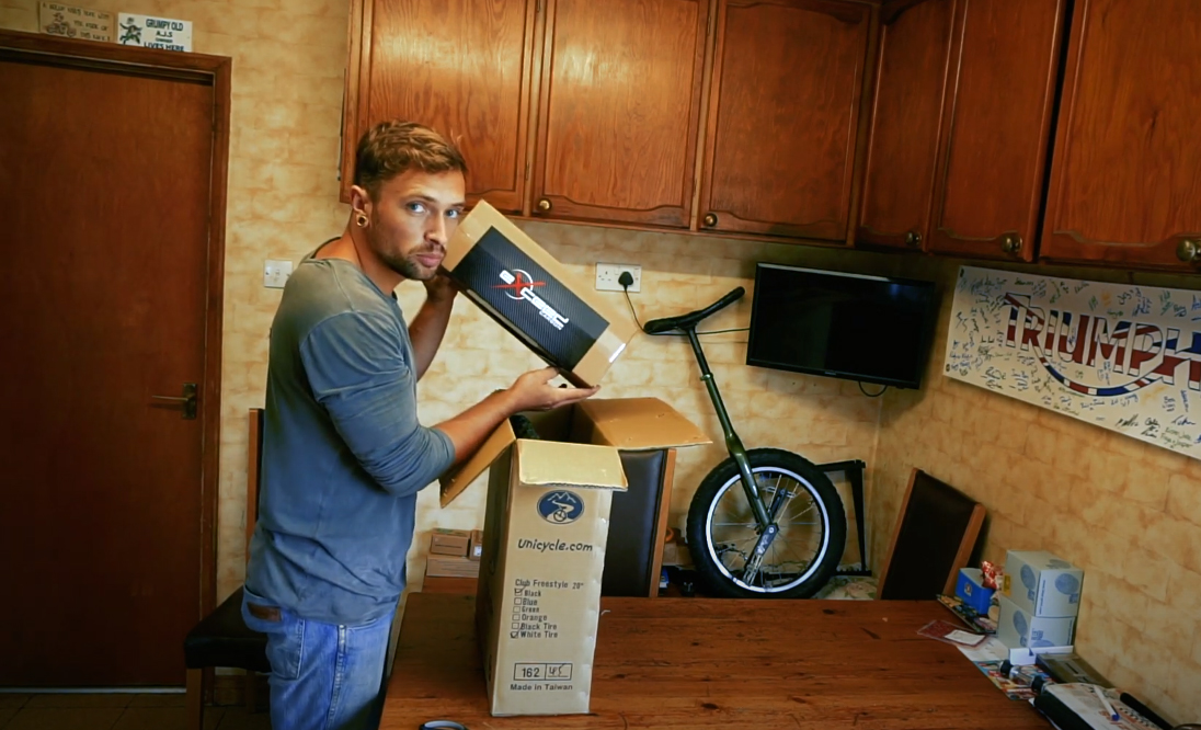 Unboxing-The-New-Exceed-Carbon